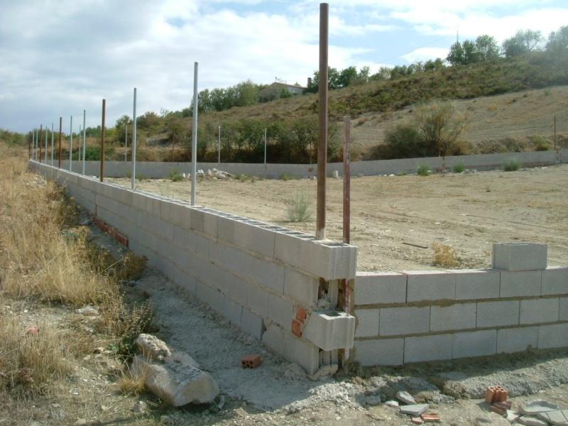 CONSTRUCTION D'UNE CLOTURE POUR LE REFUGE DE LENUTA Refuge10