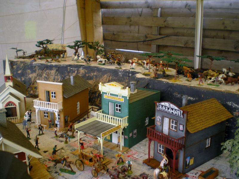 Bemalungen, Umbauten, Eigenbau - Gebäude mit Bodenplatten für meine Dioramen 20090611