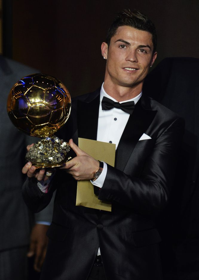 BALLON D'OR ET RECOMPENSES DU FOOT - Page 6 13896210
