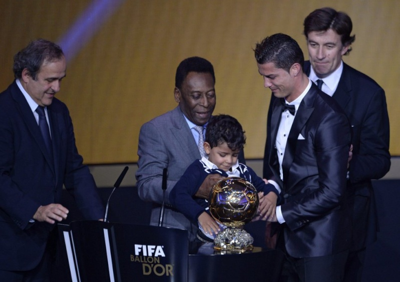 BALLON D'OR ET RECOMPENSES DU FOOT - Page 7 13896213