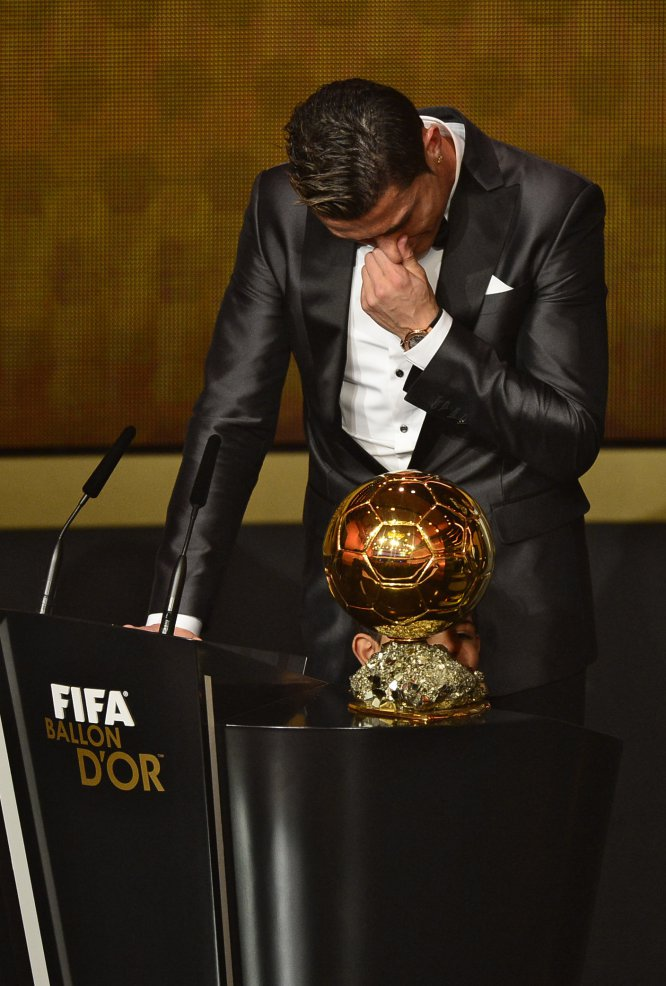 BALLON D'OR ET RECOMPENSES DU FOOT - Page 7 13896214