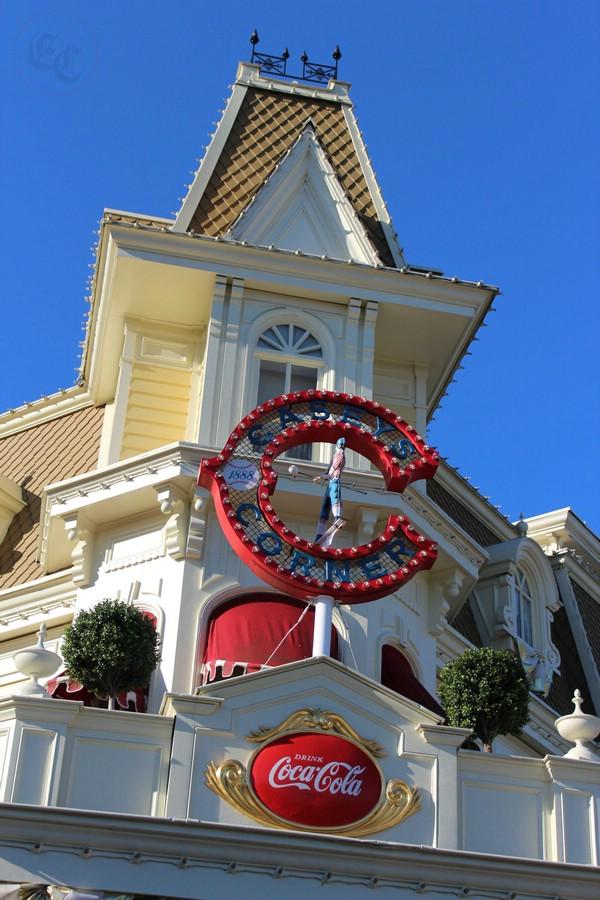 Curiosità e piccoli segreti al Disneyland park 01514