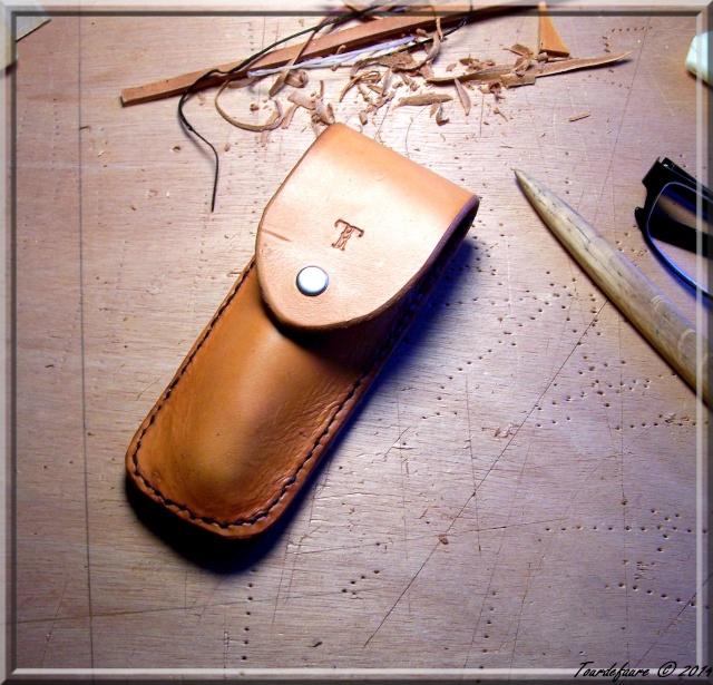 Accessoires en cuir pour le rasage - Page 2 Atui_c11