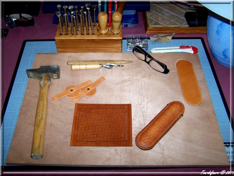 Accessoires en cuir pour le rasage - Page 2 Ensemb10