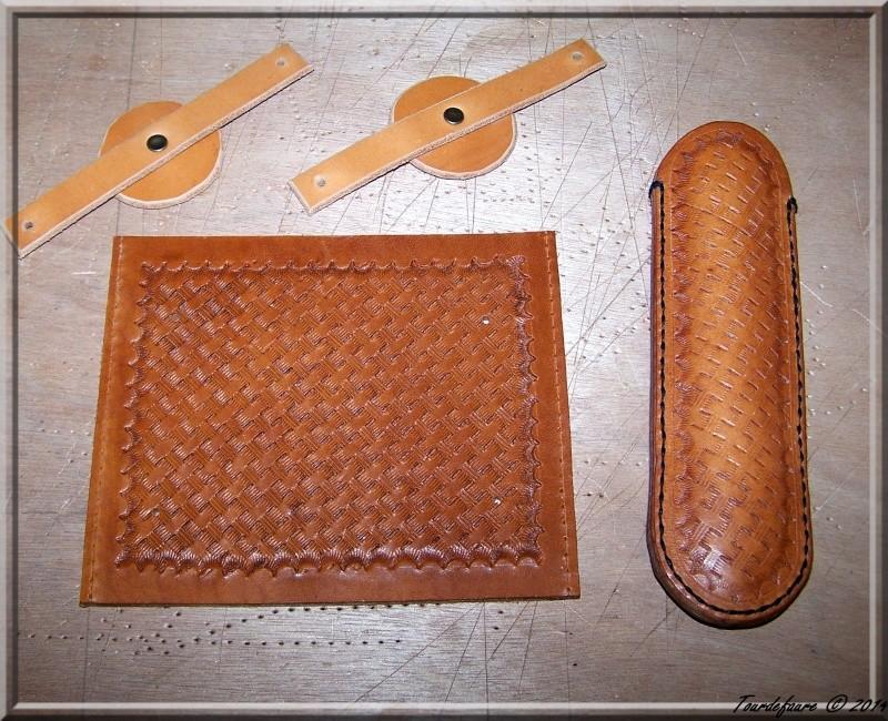 Accessoires en cuir pour le rasage - Page 2 Ensemb11