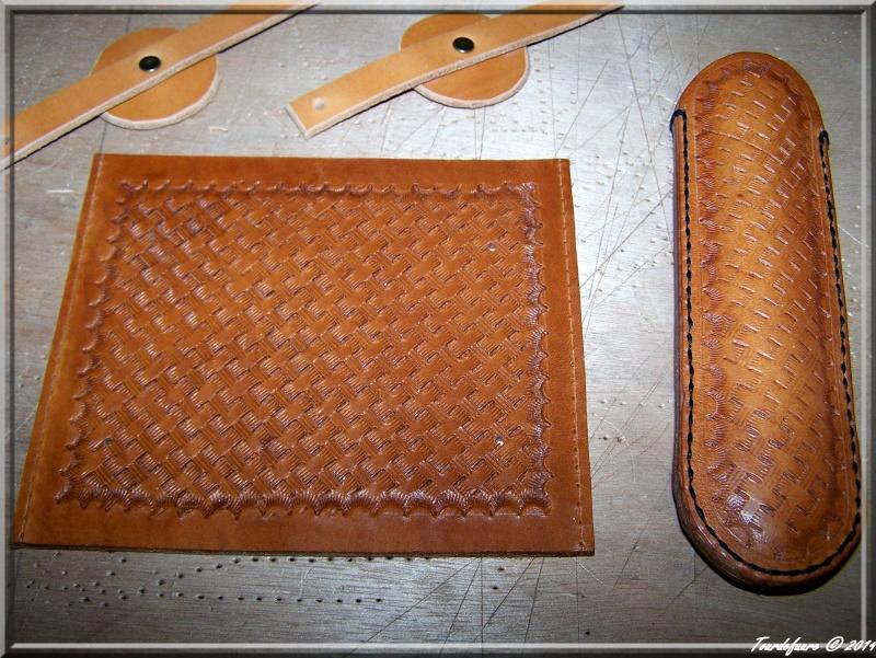 Accessoires en cuir pour le rasage - Page 2 Ensemb12