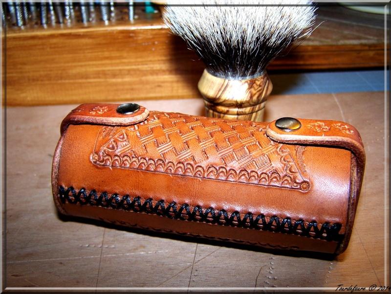 Accessoires en cuir pour le rasage - Page 2 Photo102