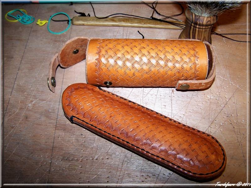 Accessoires en cuir pour le rasage - Page 2 Photo197