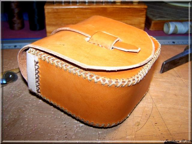 Accessoires en cuir pour le rasage - Page 2 Pochet38