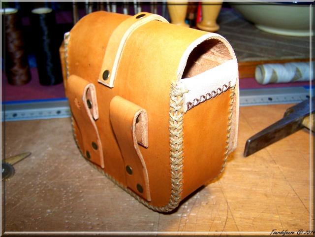 Accessoires en cuir pour le rasage - Page 2 Pochet39