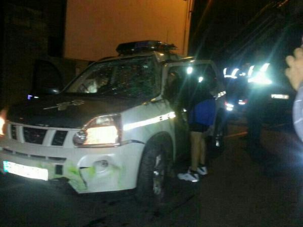 Tres guardias civiles resultan heridos al volcar su vehículo en una persecución Cocheg10