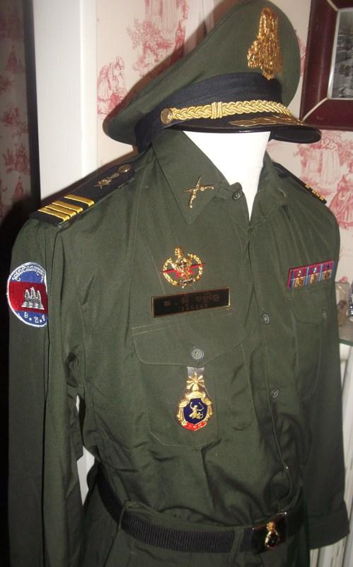 uniformes cambodgiens  Dscf0310