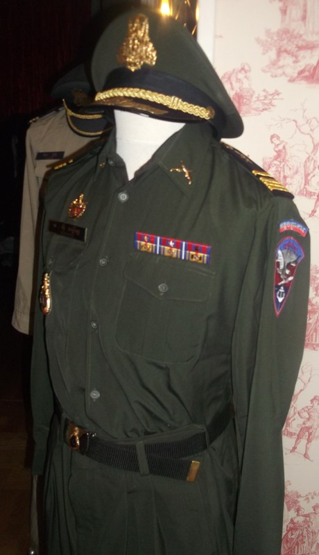 uniformes cambodgiens  Dscf0311