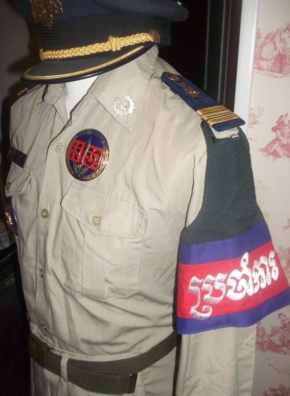 uniformes cambodgiens  Dscf0316