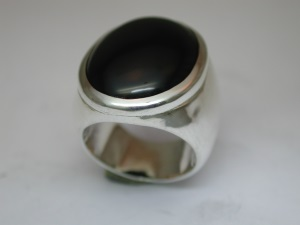 Bague Argent Onyx cabochon 24 x 18 mm serti clos Dscn2621