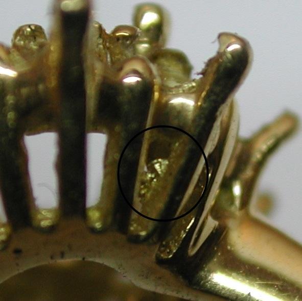 Comment faire pour reconnaître un bijou en fonte d'un bijou fait main ? Dscn2915