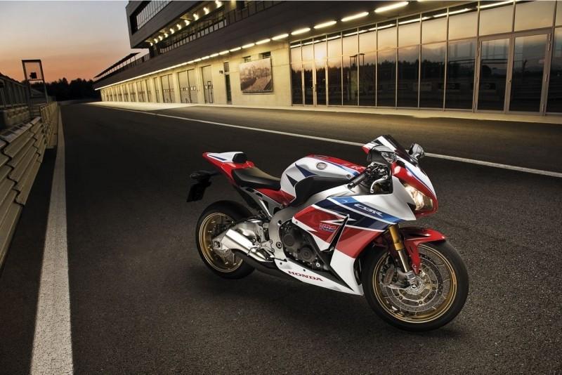 Honda CBR1000RR & CBR1000RR SP Honda-11