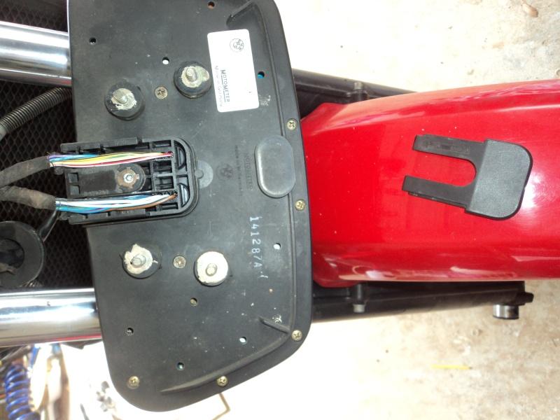 help with removing speedo unit Dsc04511