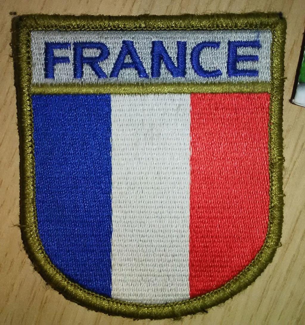 Petit don ce matin... 2 patchs Fusiliers marins sympa! Img_2010
