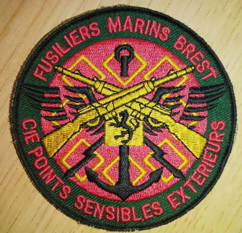 Petit don ce matin... 2 patchs Fusiliers marins sympa! Img_2011