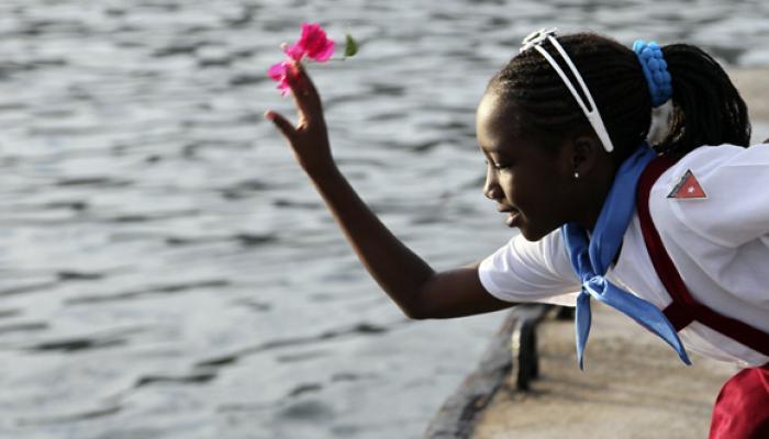 Una flor para Camilo: homenaje y tradición en Cuba al comandante del pueblo 9009-p10