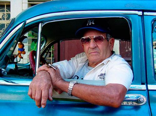 Los cubanos vistos por un extranjero  Adam_j11