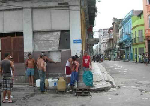 Sin agua pero con deudas Habana10