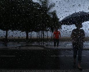 Más de un millar de evacuados por lluvias en centro de Cuba Lluvia10