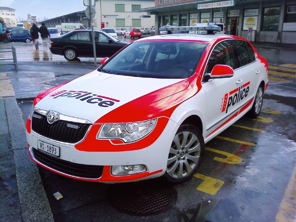 Skoda au service de la police - Page 2 Ba651610