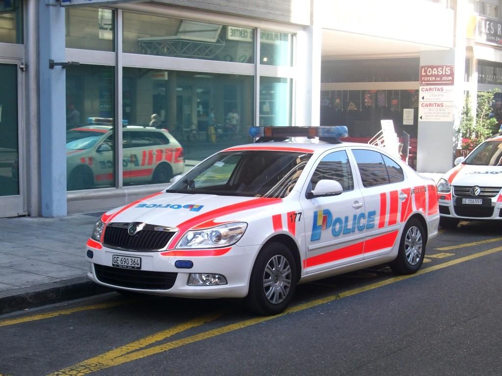 Skoda au service de la police - Page 2 Police10