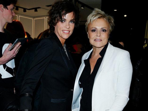 Vos plus belles photos de couples lesbiens - Page 7 Muriel10