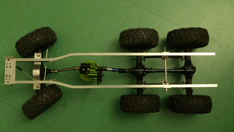 Unimog U5000 6x6  sur base axial - Page 2 Cm131118