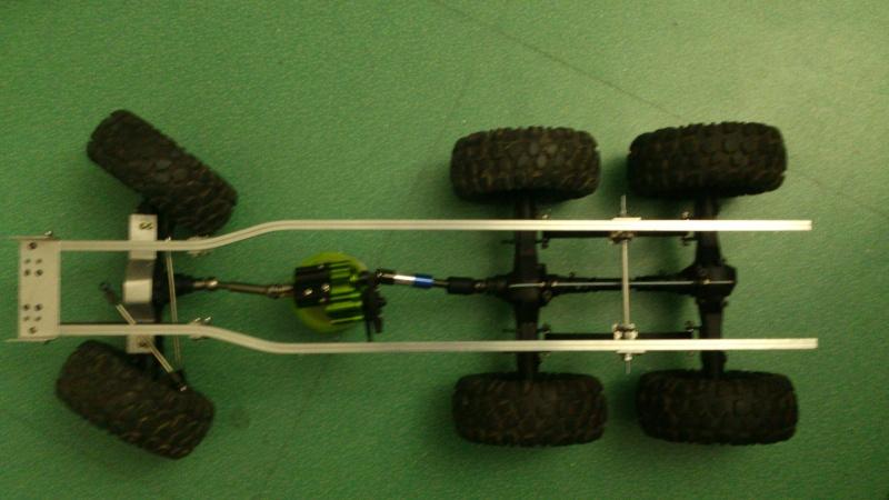 Unimog U5000 6x6  sur base axial - Page 2 Cm131119
