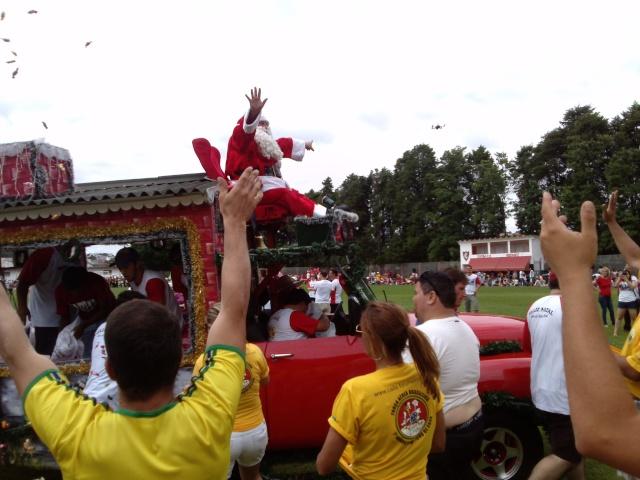 Caita na chegada do Papai Noel (2013) Cam00411