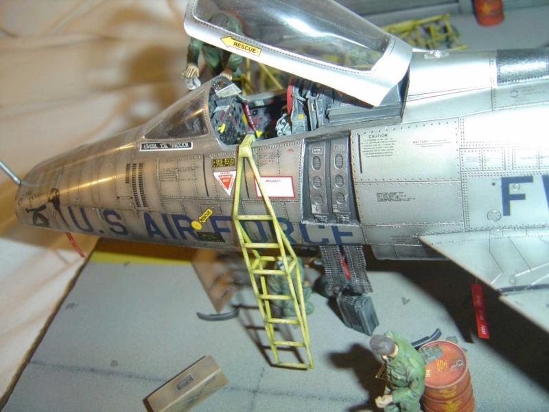 diorama F-100 super sabre trumpeter 1/32 Dsc04322