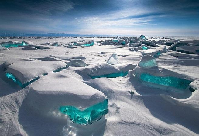 Glace turquoise sur le Baïkal 19025810