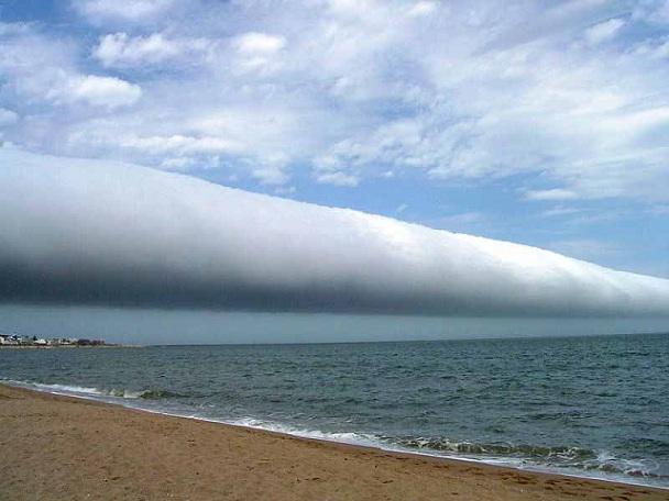 Le nuage Morning Glory Rollcl10