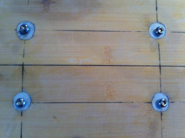 Pose d'inserts dans la planche pour foil avec embase 710