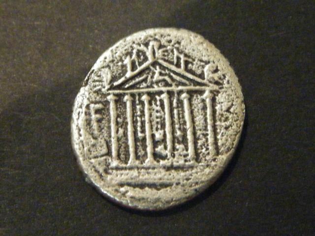 Denier de la Gens PETILLIA, au nom du monétaire Petillius Capitolinus Dscf4915