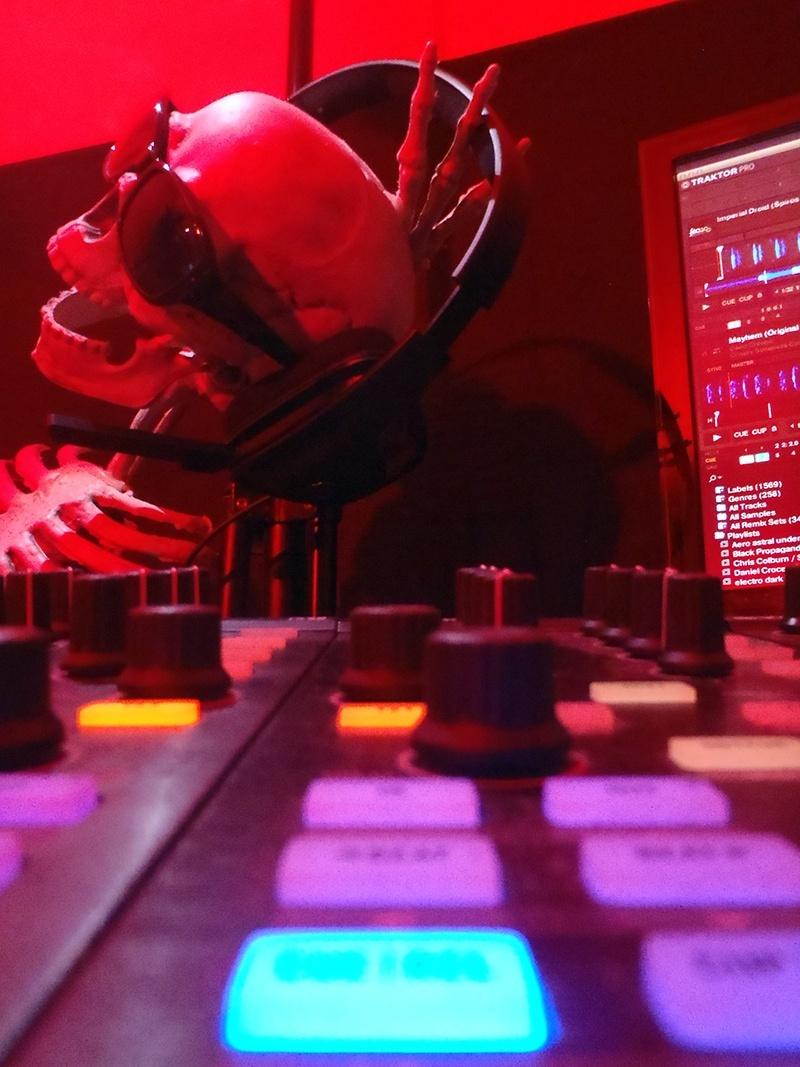 KRISTOF.T Techno LiveStream #002 Samedi 2 Novembre à partir de 15h Pb020015