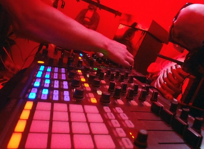 KRISTOF.T Techno LiveStream #002 Samedi 2 Novembre à partir de 15h Pb020020