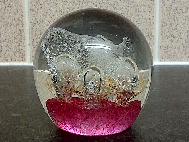 id help on art glass paperweight? Img-2268