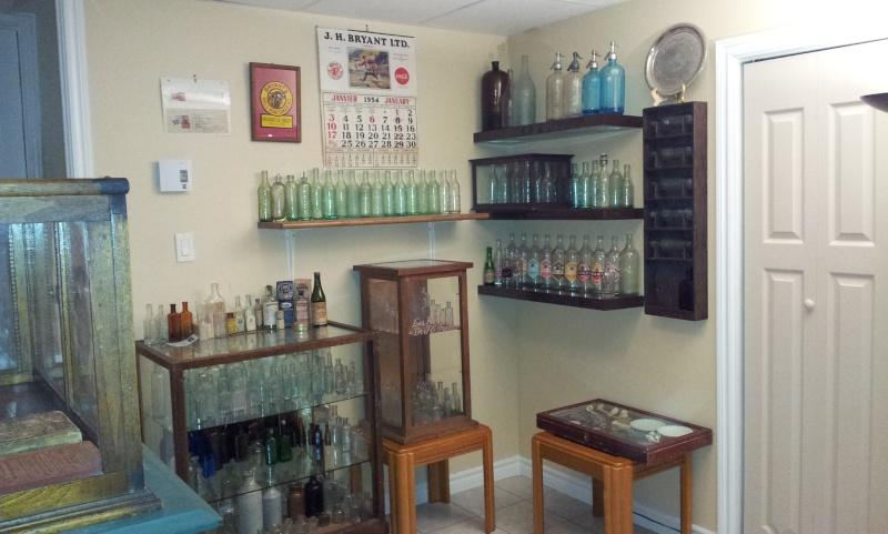 Meuble artisanal pour bouteille à fond rond. 01311