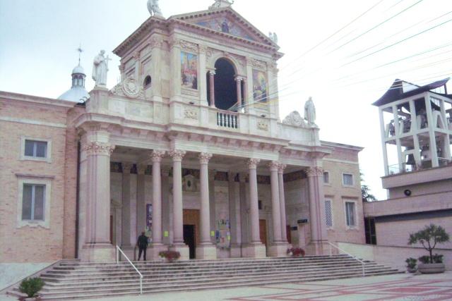 Venez voir le Santuaire de St Gabriel, province de Teramo 100_5615