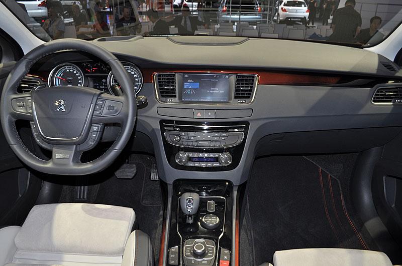 Sfida tra le SW, quale preferite tra: Citroen C5 3.0 V6 HDi Executive, Opel Insignia 2.0 CDTi 4X4 Cosmo, Peugeot 508 RXH, Renault Laguna 2.0 DCi 4control 04580410