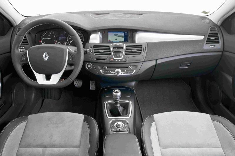 Sfida tra le SW, quale preferite tra: Citroen C5 3.0 V6 HDi Executive, Opel Insignia 2.0 CDTi 4X4 Cosmo, Peugeot 508 RXH, Renault Laguna 2.0 DCi 4control Dsc21310
