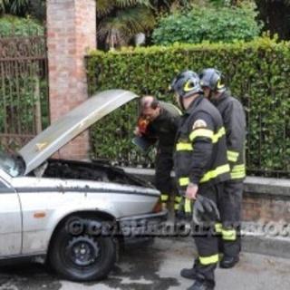 Si incendia un'Alfa 75 a GPL Forla_10