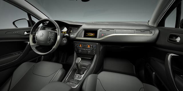 Sfida tra le SW, quale preferite tra: Citroen C5 3.0 V6 HDi Executive, Opel Insignia 2.0 CDTi 4X4 Cosmo, Peugeot 508 RXH, Renault Laguna 2.0 DCi 4control M0096_10