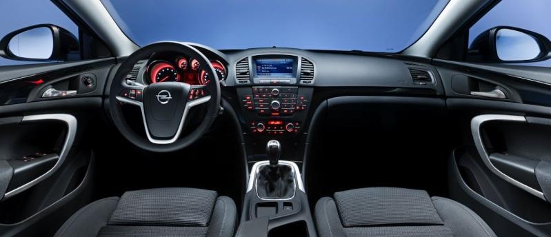 Sfida tra le SW, quale preferite tra: Citroen C5 3.0 V6 HDi Executive, Opel Insignia 2.0 CDTi 4X4 Cosmo, Peugeot 508 RXH, Renault Laguna 2.0 DCi 4control Opelin10