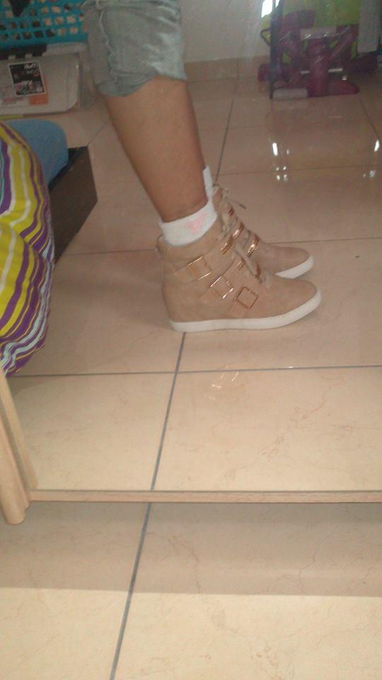 Mode, Galopines & Co : ici les stilettos, sneakers, bodycon, peplum... n'auront plus de secret pour vous ! - Page 33 10034010